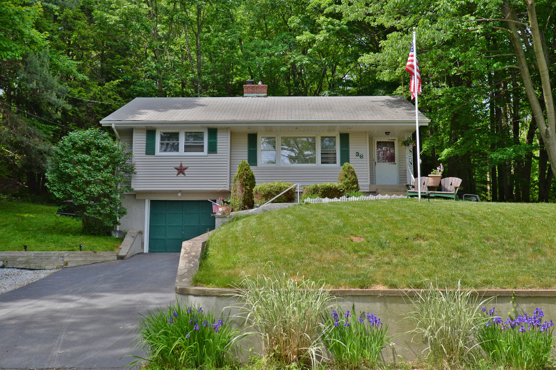 Additional photo for property listing at 36 Goldfinch Lane  West Milford, Нью-Джерси 07421 Соединенные Штаты