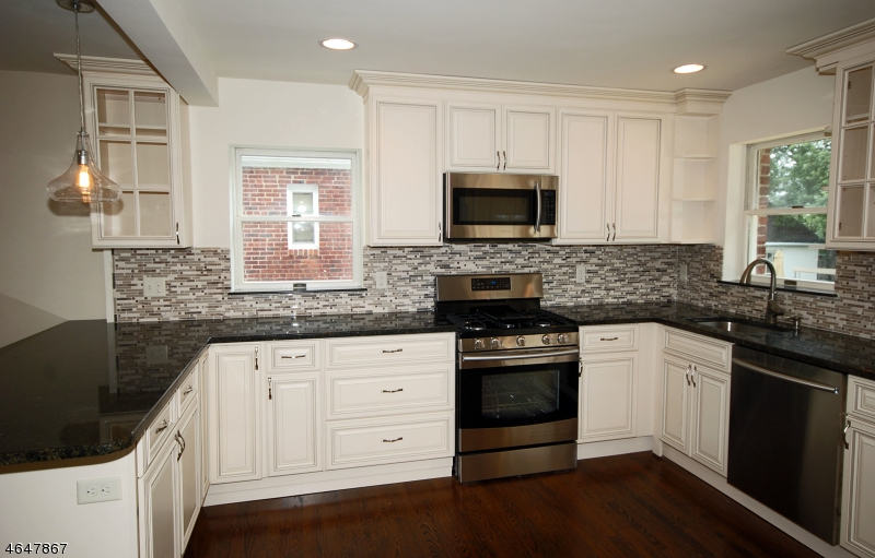 Additional photo for property listing at 56 N Richards Avenue  Somerville, New Jersey 08876 États-Unis