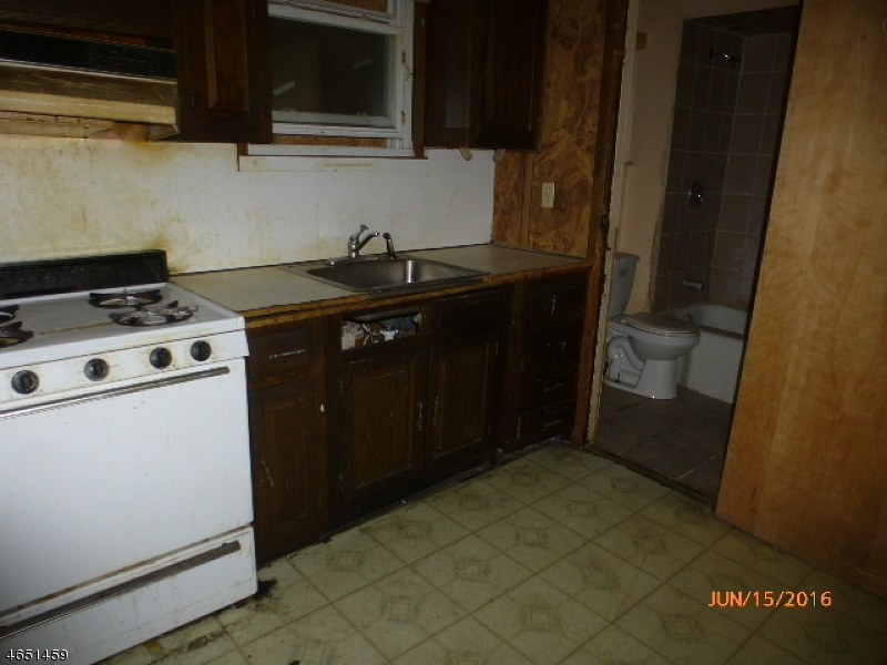 Additional photo for property listing at 115 N 6th Street  Paterson, New Jersey 07522 United States