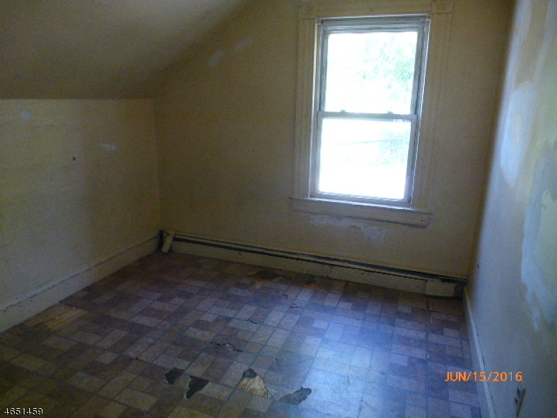 Additional photo for property listing at 115 N 6th Street  Paterson, Нью-Джерси 07522 Соединенные Штаты