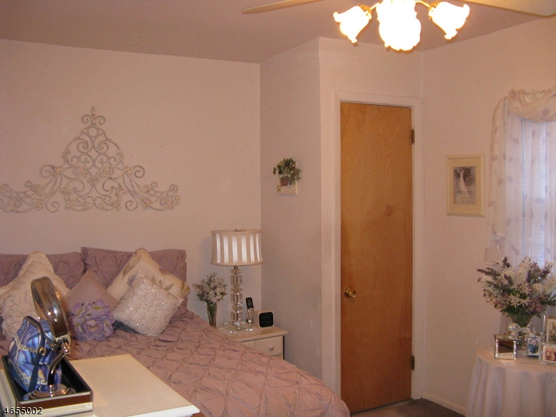 Additional photo for property listing at 129 Raymond Avenue  Nutley, New Jersey 07110 États-Unis