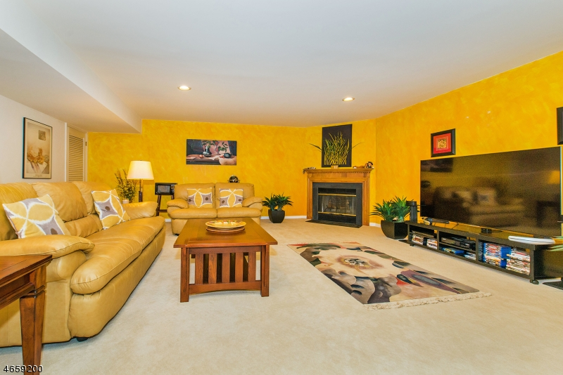 Additional photo for property listing at 182 SURREY Court  Ramsey, New Jersey 07446 États-Unis