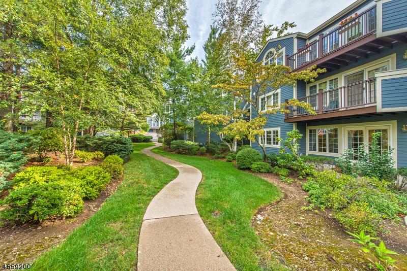 Casa Unifamiliar por un Venta en 182 SURREY Court Ramsey, Nueva Jersey 07446 Estados Unidos