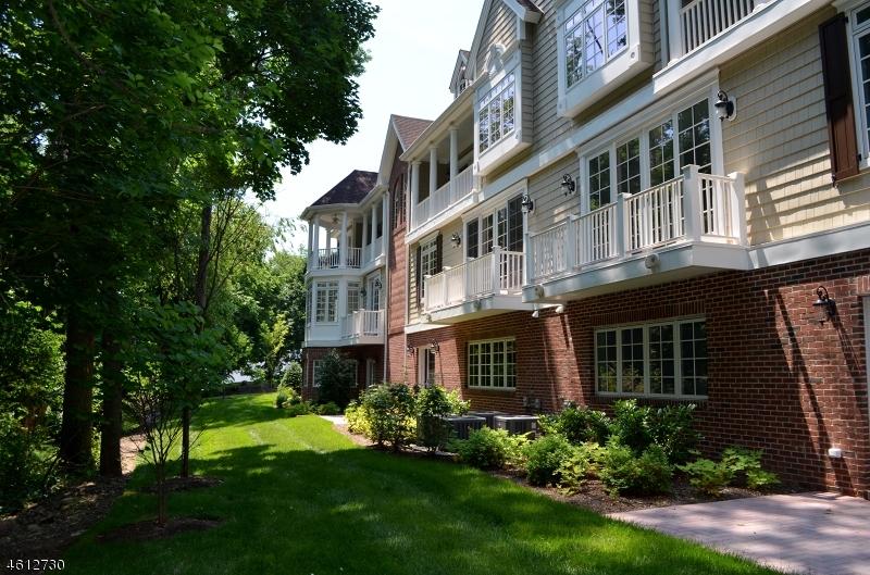 Additional photo for property listing at 12 Schmidt Circle  Watchung, Нью-Джерси 07069 Соединенные Штаты