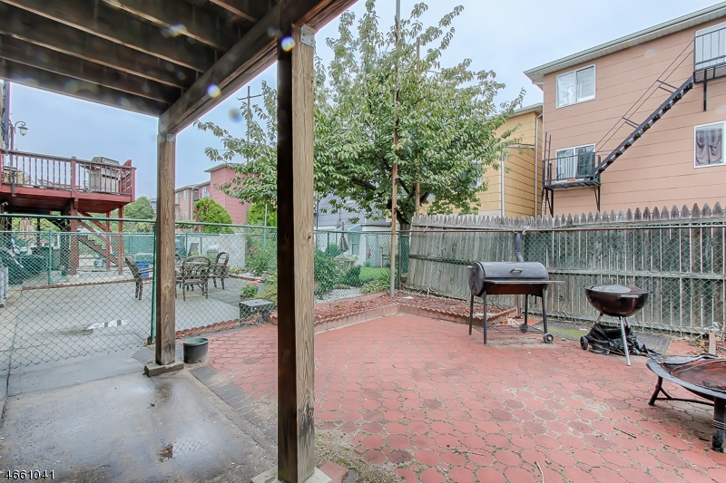 Additional photo for property listing at 504 7th Street  Harrison, 新泽西州 07029 美国