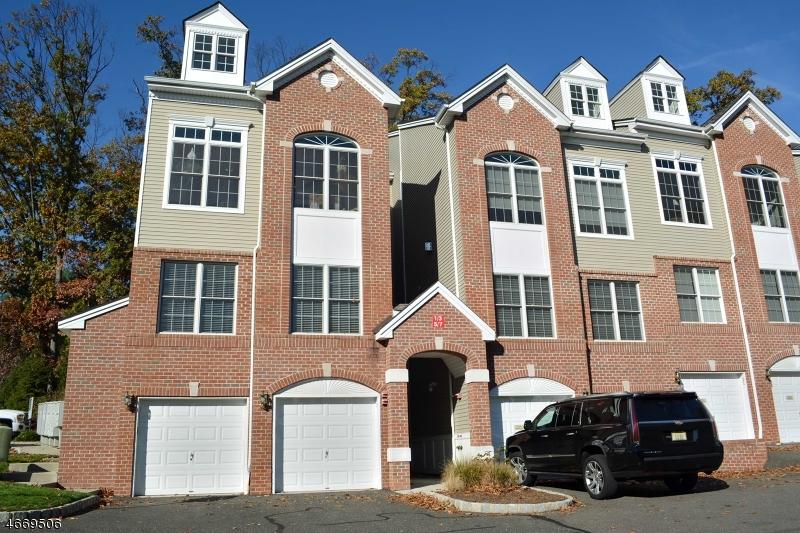 Частный односемейный дом для того Продажа на 5 Rhodes Court Hawthorne, 07506 Соединенные Штаты