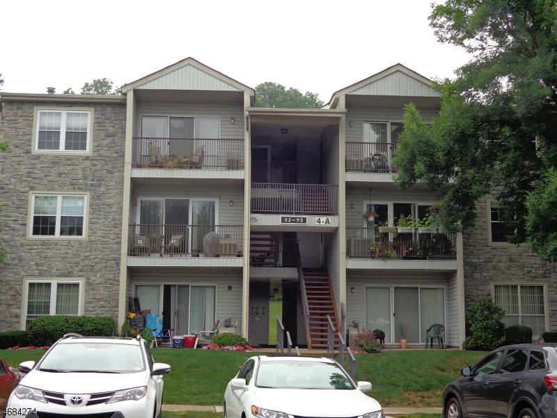 Частный односемейный дом для того Аренда на 92 Robertson Way Lincoln Park, Нью-Джерси 07035 Соединенные Штаты