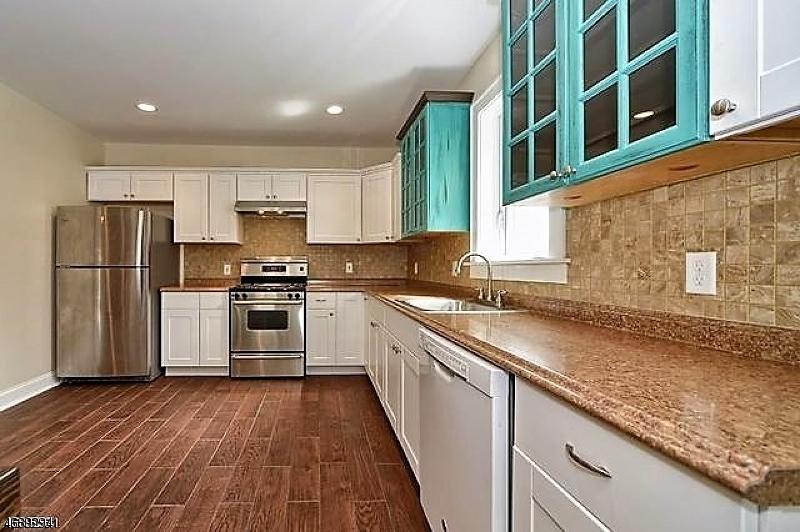 Частный односемейный дом для того Аренда на 1299 Stuyvesant Avenue Union, Нью-Джерси 07083 Соединенные Штаты