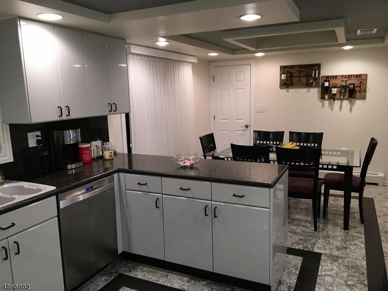 独户住宅 为 销售 在 1 Wesley Street 里弗代尔, 07457 美国