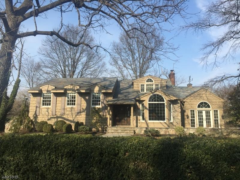 Частный односемейный дом для того Продажа на 1040 Wychwood Road Westfield, 07090 Соединенные Штаты