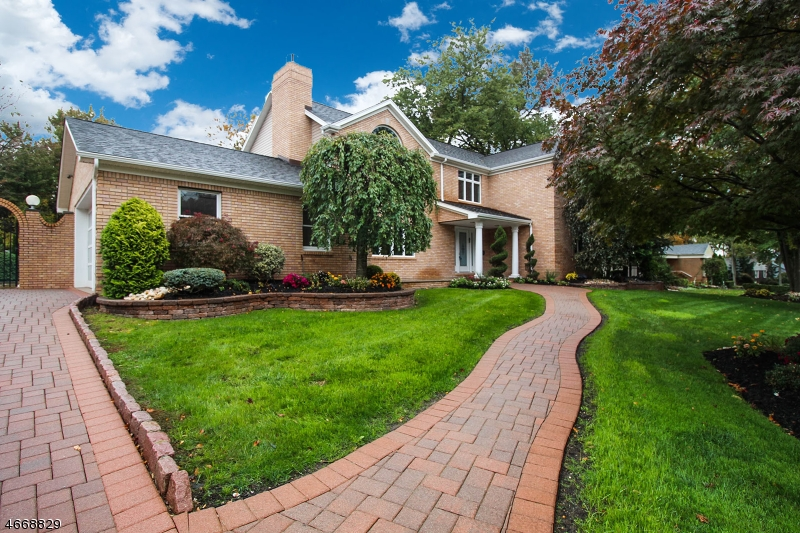واحد منزل الأسرة للـ Sale في 65 Surrey Lane Colonia, New Jersey 07067 United States