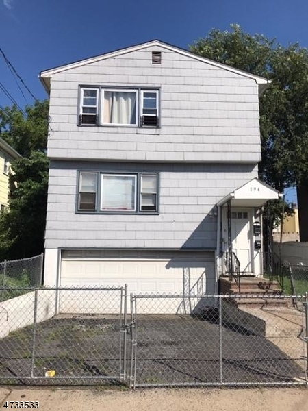 多戶家庭房屋 為 出售 在 192-194 FABYAN Place Newark, 新澤西州 07112 美國
