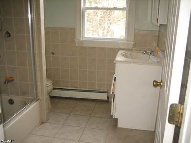 Additional photo for property listing at 11 Tyson Place  Bergenfield, New Jersey 07621 Verenigde Staten