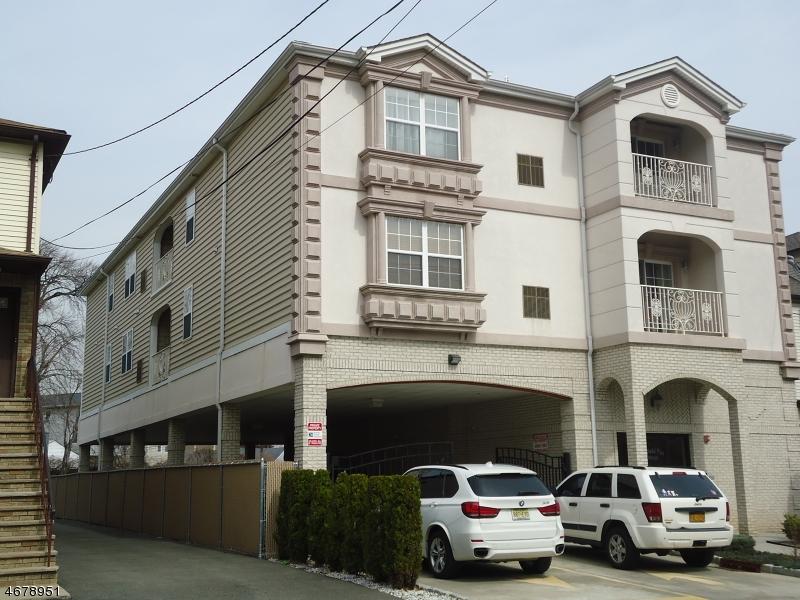 Casa Unifamiliar por un Alquiler en 249-251 WESTFIELD AVE , Elizabeth, Nueva Jersey 07208 Estados Unidos