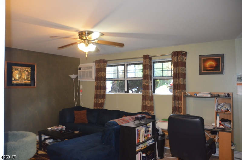 Additional photo for property listing at 8 Sewall Ave Apt 4A 8 Sewall Ave Apt 4A Clifton, New Jersey 07011 Hoa Kỳ