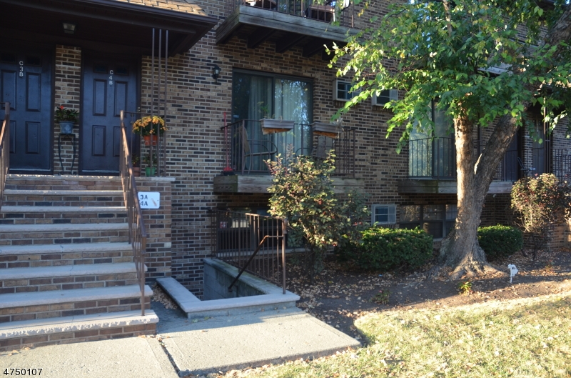 Additional photo for property listing at 8 Sewall Ave Apt 4A 8 Sewall Ave Apt 4A Clifton, Nova Jersey 07011 Estados Unidos