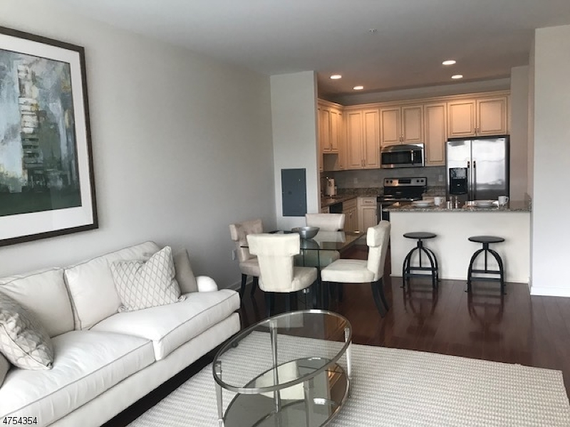 独户住宅 为 出租 在 200 Autumn Lane Garfield, 新泽西州 07055 美国