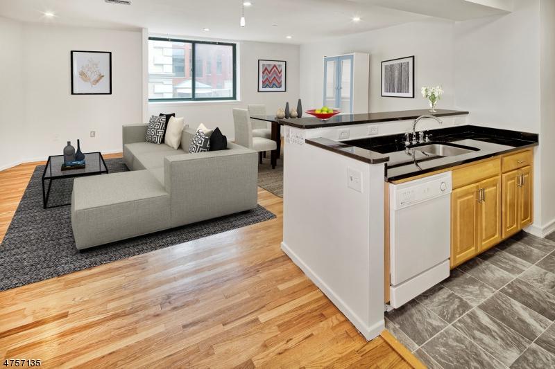 Частный односемейный дом для того Аренда на 518 GREGORY Avenue Weehawken, Нью-Джерси 07086 Соединенные Штаты