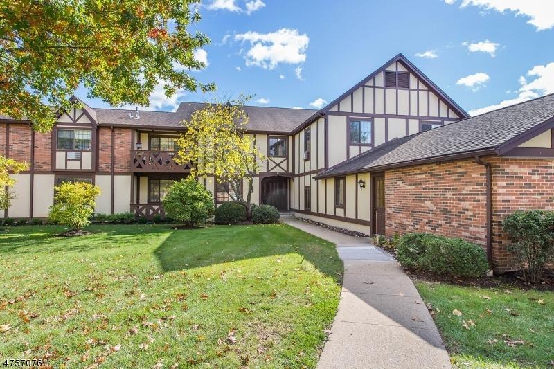 独户住宅 为 销售 在 24A CANTERBURY Road 查塔姆, 新泽西州 07928 美国