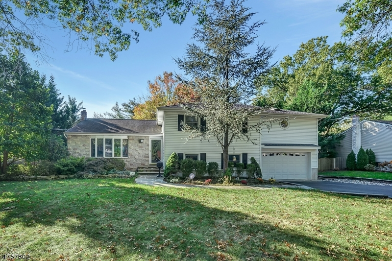 Single Family Home for Sale at 287 Beechwood Road Oradell, New Jersey 07649 United States