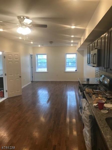 Частный односемейный дом для того Аренда на 223 Main Street Belleville, Нью-Джерси 07109 Соединенные Штаты