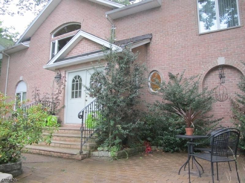 Casa Unifamiliar por un Alquiler en 266-72 GOFFLE HILL Road Hawthorne, Nueva Jersey 07506 Estados Unidos