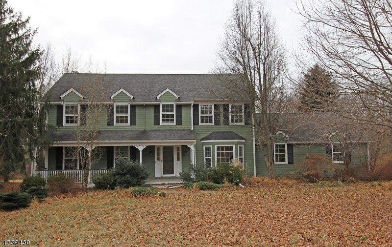 Single Family Home for Sale at 23 Salters Farm Road 23 Salters Farm Road Tewksbury Township, New Jersey 07830 United States