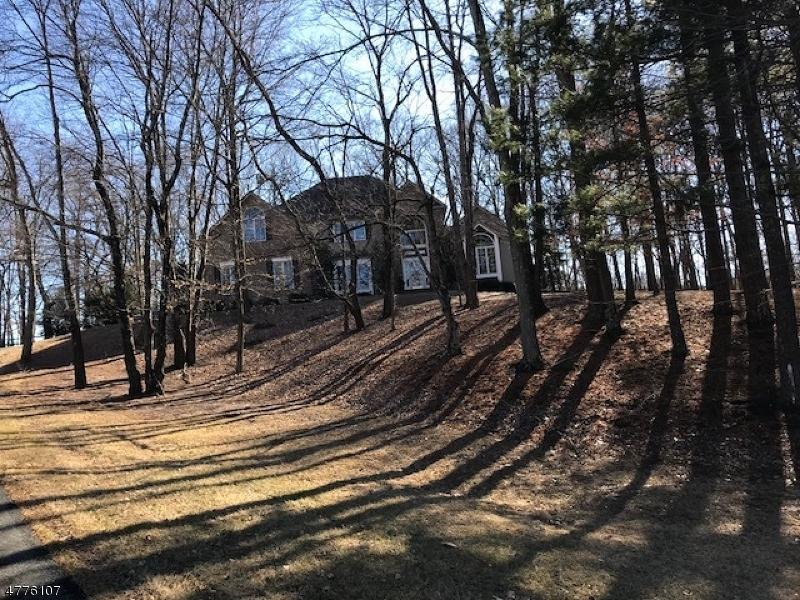 Μονοκατοικία για την Πώληση στο 28 Southgate Drive 28 Southgate Drive Clinton Township, Νιου Τζερσεϋ 08801 Ηνωμενεσ Πολιτειεσ