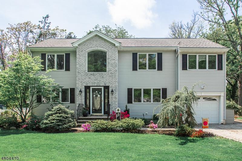 Maison unifamiliale pour l Vente à 6 Nottingham Road Glen Rock, New Jersey 07452 États-Unis