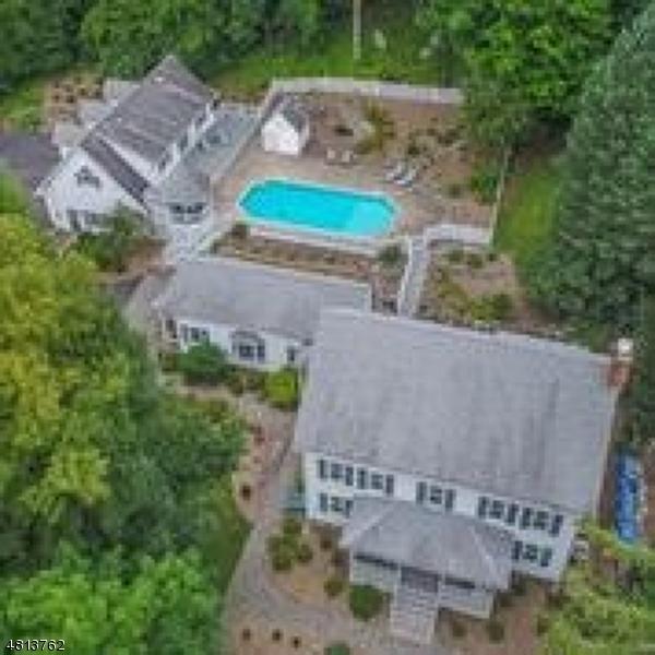 Maison unifamiliale pour l Vente à 1687 GLENWOOD ROAD Vernon, New Jersey 07462 États-Unis