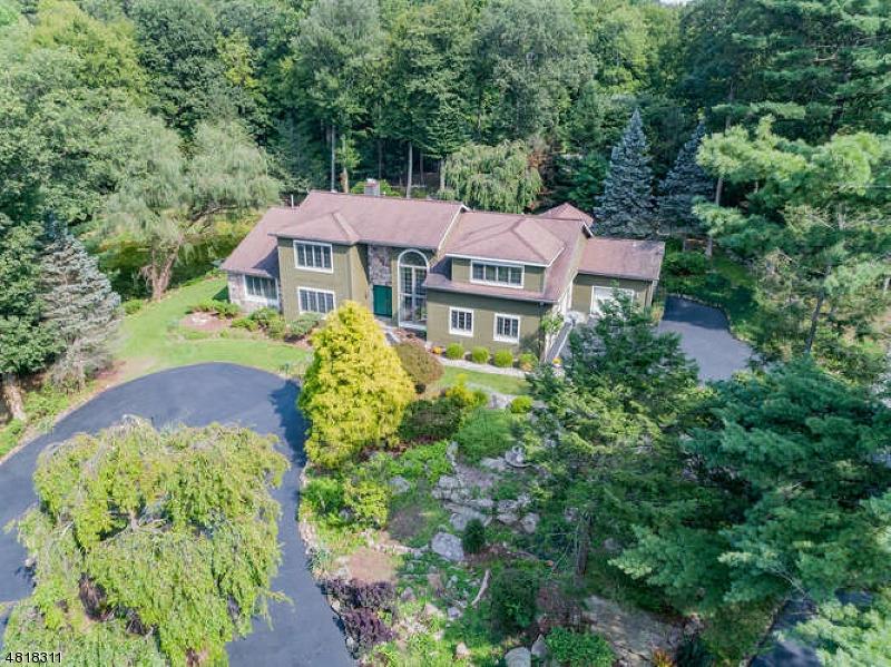 Частный односемейный дом для того Продажа на 45 GREEN TERRACE WAY West Milford, Нью-Джерси 07480 Соединенные Штаты