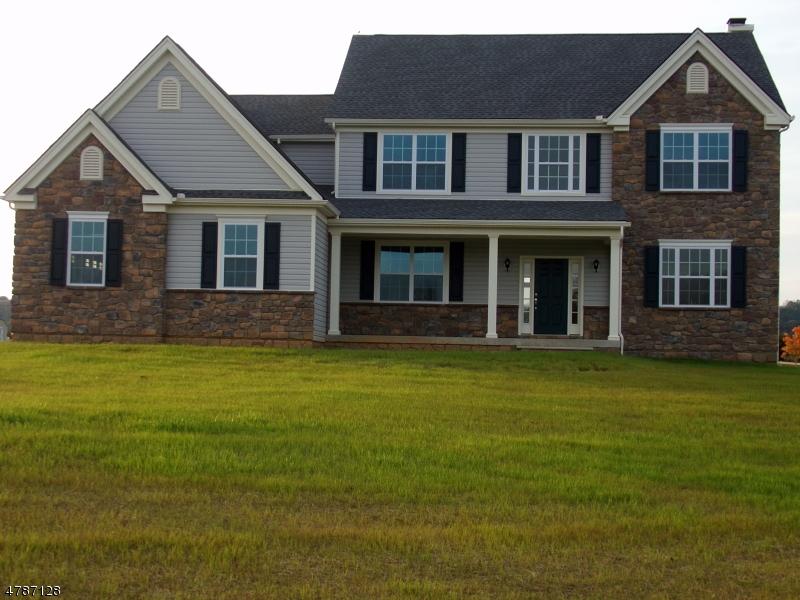 Частный односемейный дом для того Продажа на 15 Highlands Way Lopatcong, Нью-Джерси 08865 Соединенные Штаты