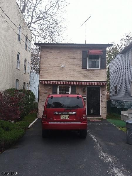 Maison unifamiliale pour l Vente à 292 OGDEN Street Orange, New Jersey 07050 États-Unis