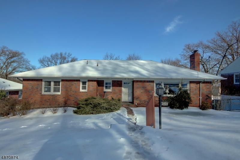 Maison unifamiliale pour l Vente à 34 HILLSIDE TER Fair Lawn, New Jersey 07410 États-Unis