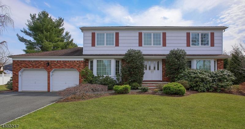 Maison unifamiliale pour l Vente à 48 TANGLEWOOD Drive East Hanover, New Jersey 07936 États-Unis