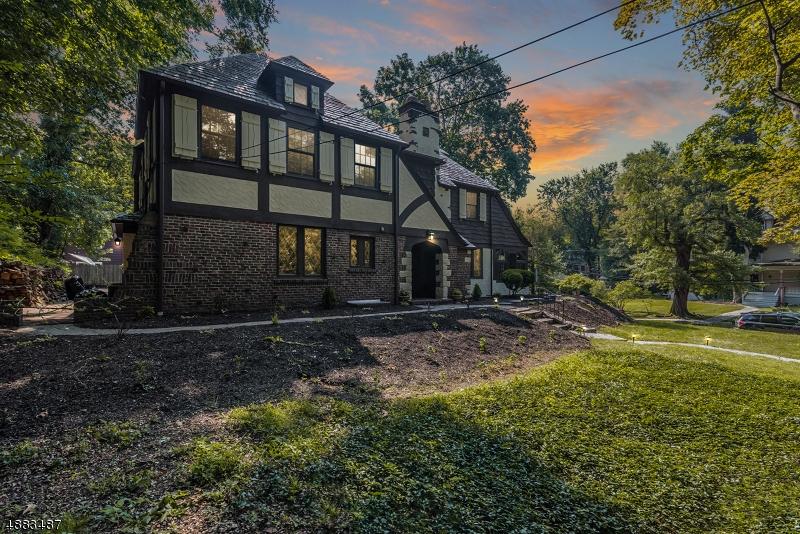 Maison unifamiliale pour l Vente à 621 BELVIDERE Avenue Plainfield, New Jersey 07062 États-Unis
