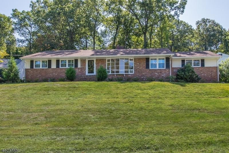 Single Family Homes para Venda às New Providence, Nova Jersey 07901 Estados Unidos