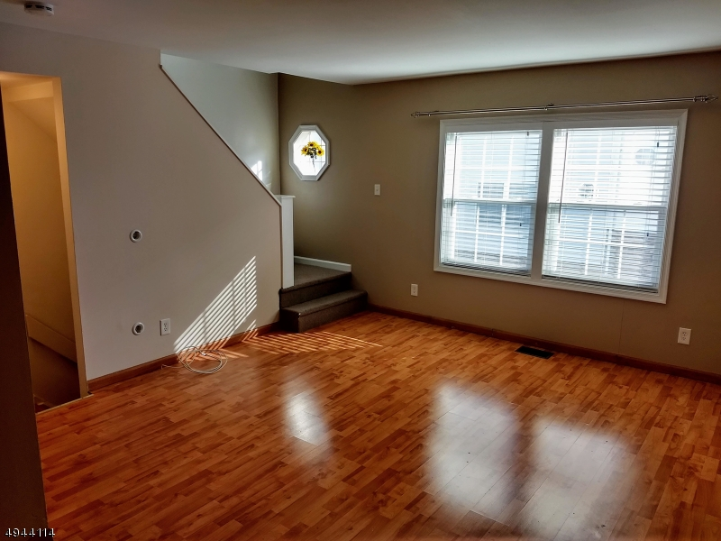 Additional photo for property listing at  Passaic, 新澤西州 07055 美國