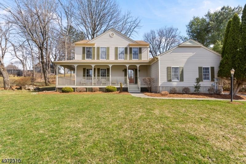 Single Family Homes per Vendita alle ore Califon, New Jersey 07830 Stati Uniti