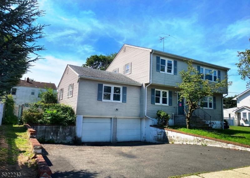 Multi-Family Homes 為 出售 在 Bergenfield, 新澤西州 07621 美國