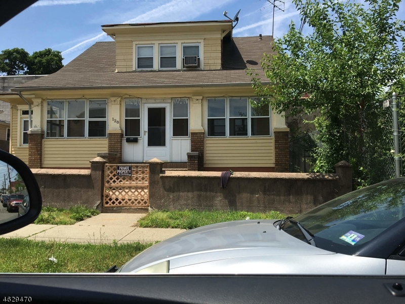 Maison unifamiliale pour l Vente à 126-128 MADISON Avenue Paterson, New Jersey 07524 États-Unis