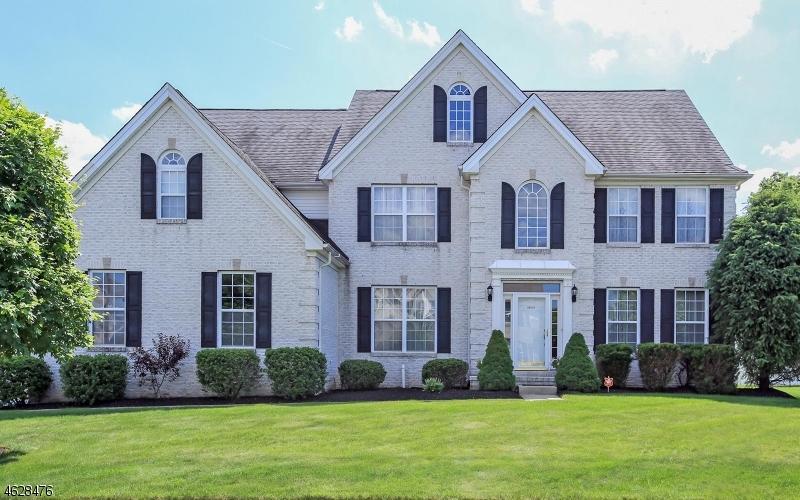 Частный односемейный дом для того Продажа на 2 RUE MATISSE Somerset, 08873 Соединенные Штаты