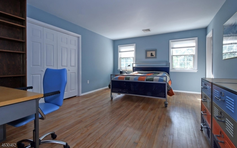 Additional photo for property listing at 10 White Oak Road  Roseland, New Jersey 07068 États-Unis