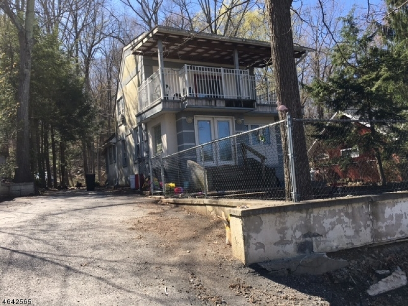Maison unifamiliale pour l Vente à 52 Goldfinch Lane Hewitt, New Jersey 07421 États-Unis