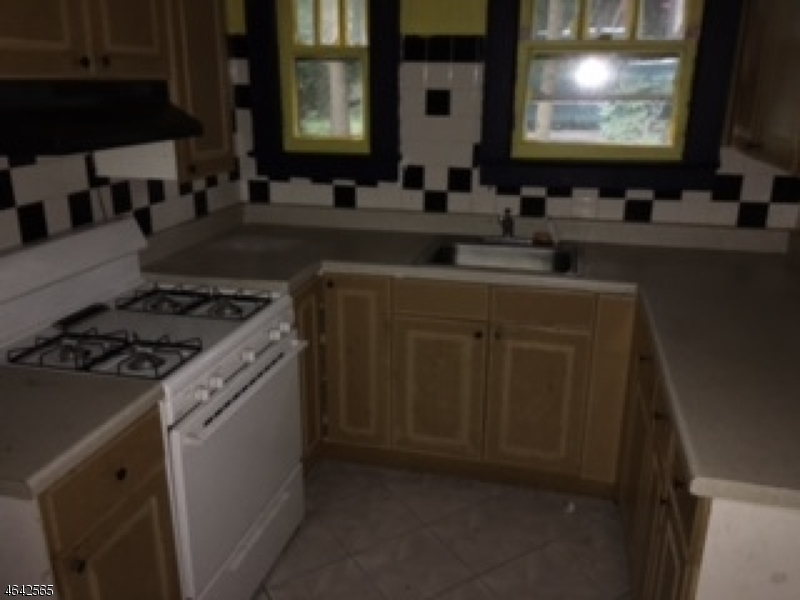 Additional photo for property listing at 52 Goldfinch Lane  Hewitt, New Jersey 07421 États-Unis