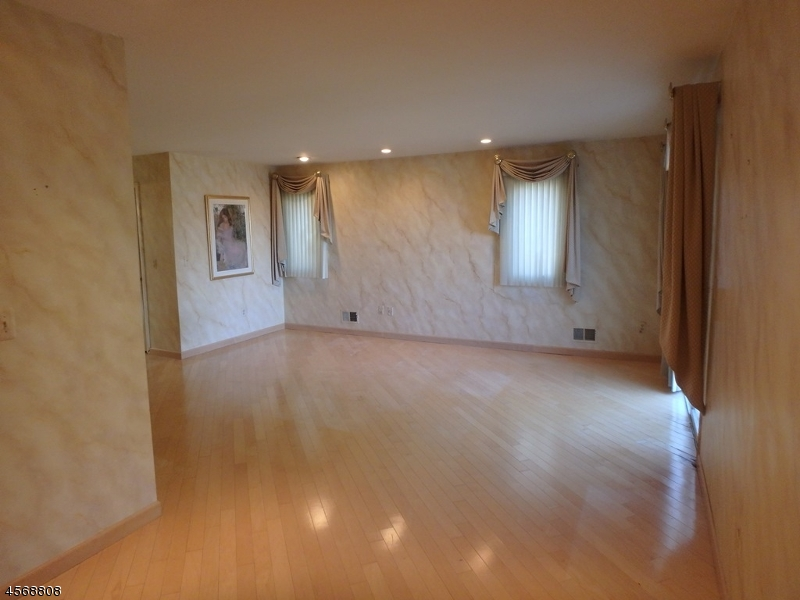 Additional photo for property listing at 58 Fisher Road  Mahwah, New Jersey 07430 États-Unis