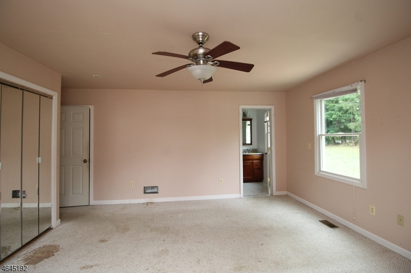 Additional photo for property listing at 18 Orchard St W  Califon, Nueva Jersey 07830 Estados Unidos