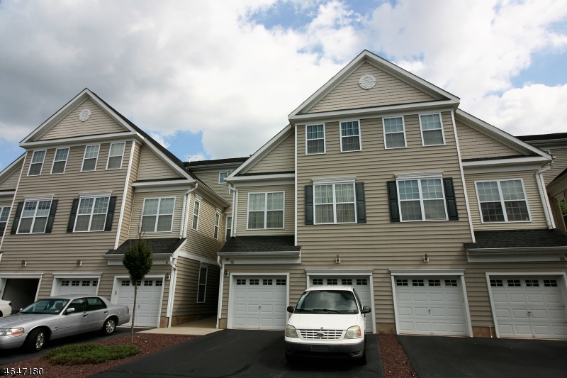Maison unifamiliale pour l Vente à 12 Tory Jack Ter South Bound Brook, New Jersey 08880 États-Unis