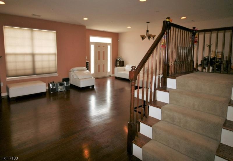 Additional photo for property listing at 12 Tory Jack Ter  South Bound Brook, Нью-Джерси 08880 Соединенные Штаты