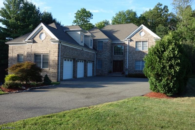 独户住宅 为 销售 在 62 Horseneck Road Montville, 07045 美国